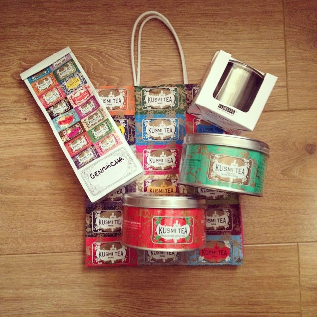 Petits (!) achats @kusmiteaparis #kusmitea #paris #tea #teatime #the #genmaicha #darjeeling #fraise #strawberry #thévert #greentea