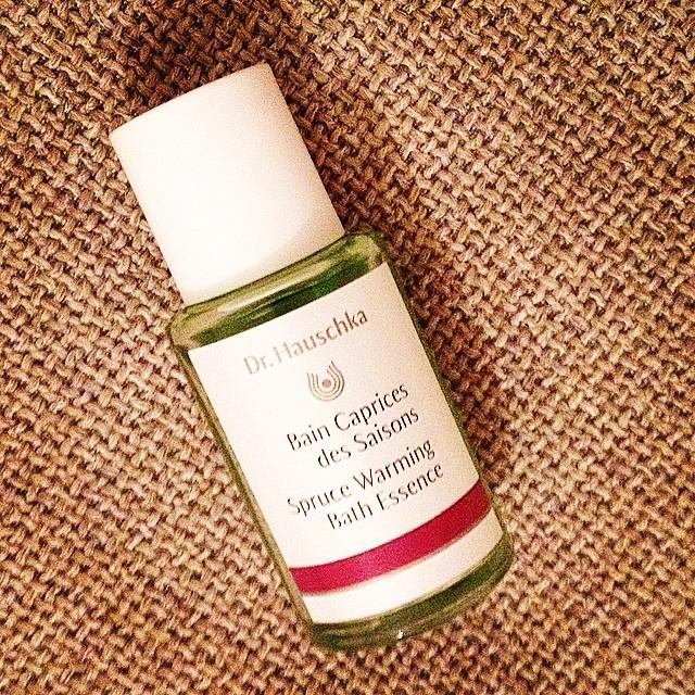 Dans mon bain ce soir et prochainement sur le blog ?#capricedessaisons #bain #pin #drhauschka #natural #green #organic #biologique #beauty #blogbeauté #beautyblogger #bblogger #bbloggers #instabeauty @drhauschkafrance ?