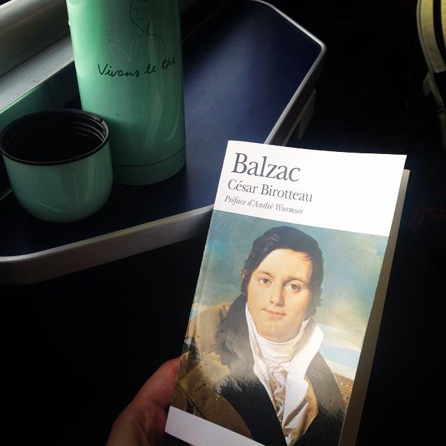 Avant publier mes soins favoris #buly1803 sur le blog, je partage avec vous ma lecture du moment : César Birroteau de Balzac ! Un livre totalement passionnant et inspiré de la vie de Jean-Vincent Bully, parfumeur et vinaigrier du 18eme siècle. @buly1803 @vdttouhami @ramdanet #balzac #littérature #french #france #madeinfrance #frenchproducts #frenchskincare