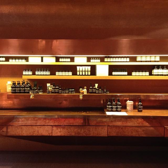 L'une des plus jolies boutiques #aesop se trouve à Genève #aesopskincare #suisse #genève #switzerland