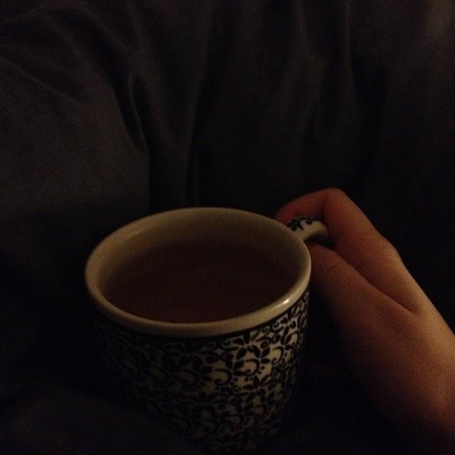 Boire son thé du matin dans son lit #jeveuxpasmelever ??
