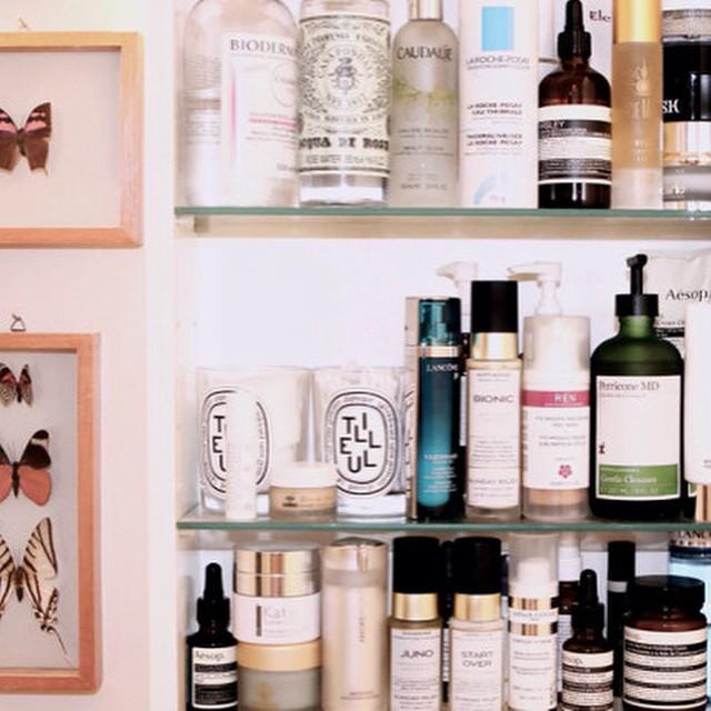 Nouvel article sur le blog / Mon programme beauté pour ce dimanche (Photo @emilywweiss / @intothegloss) #beautyaddict #beautyblogger #bblogger #bbloggers #intothegloss #blogbeauté #skincare #frenchbeauty
