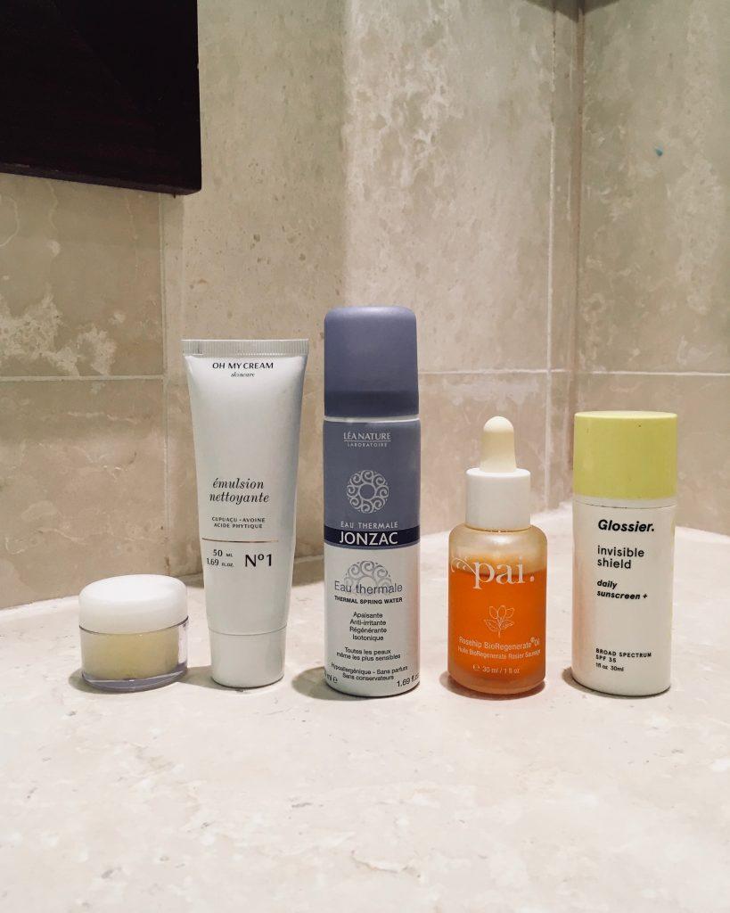 vanity parfait pour un road-trip soins du visage one love organics oh my cream jonzac pai skincare glossier